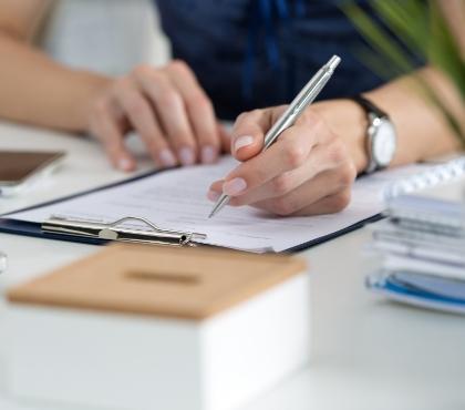 Dokument ifragment postaci zdługopisem